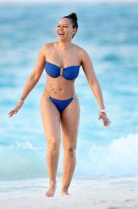 melanie-brown-butt-crack-bikini-on-the-beach-09