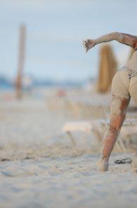 melanie-brown-butt-crack-bikini-on-the-beach-12