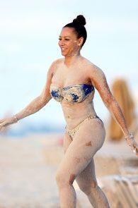 melanie-brown-butt-crack-bikini-on-the-beach-18