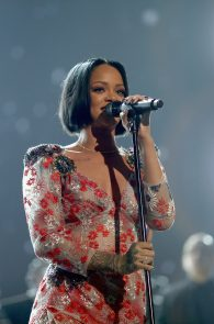 rihanna-see-through-to-pierced-nipple-musicares-person-of-the-year-2016-06