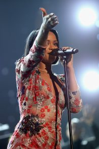 rihanna-see-through-to-pierced-nipple-musicares-person-of-the-year-2016-07