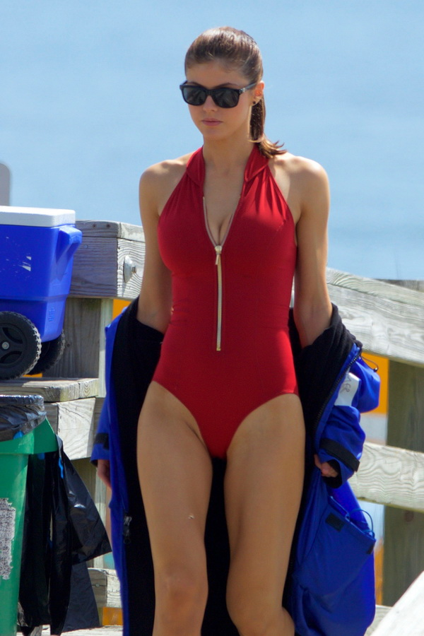 alexandra-daddario-red-bikini-on-set-of-baywatch-in-tybee-11