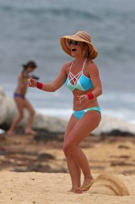 britney-spears-wearing-a-bikini-in-hawaii-23