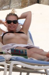 chelsea-handler-topless-on-the-beach-in-mexico-01