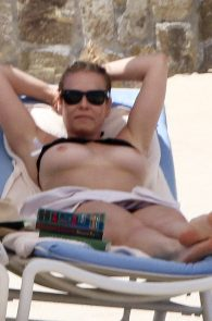 chelsea-handler-topless-on-the-beach-in-mexico-02