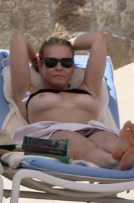 chelsea-handler-topless-on-the-beach-in-mexico-03