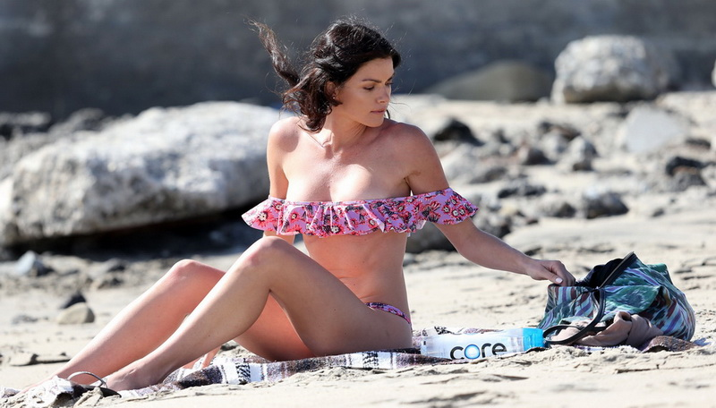 courtney-robertson-wearing-a-bikini-in-malibu-40
