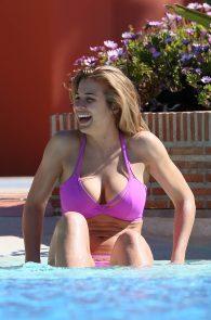 gemma-atkinson-bikini-pokies-in-marbella-02