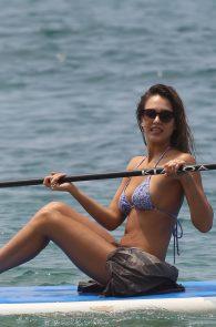 jessica-alba-wearing-a-bikini-on-a-beach-in-hawaii-201