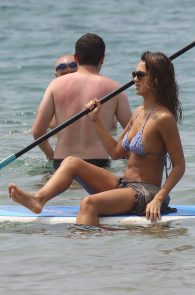 jessica-alba-wearing-a-bikini-on-a-beach-in-hawaii-202