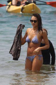 jessica-alba-wearing-a-bikini-on-a-beach-in-hawaii-205