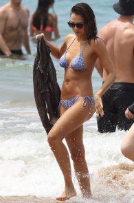 jessica-alba-wearing-a-bikini-on-a-beach-in-hawaii-206