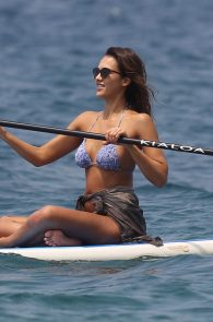 jessica-alba-wearing-a-bikini-on-a-beach-in-hawaii-207