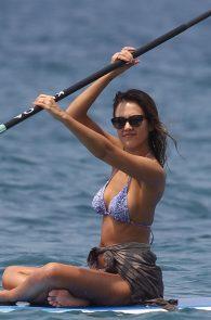 jessica-alba-wearing-a-bikini-on-a-beach-in-hawaii-208