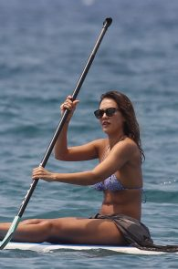 jessica-alba-wearing-a-bikini-on-a-beach-in-hawaii-211