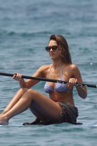 jessica-alba-wearing-a-bikini-on-a-beach-in-hawaii-214