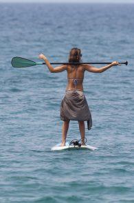jessica-alba-wearing-a-bikini-on-a-beach-in-hawaii-217