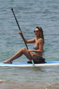 jessica-alba-wearing-a-bikini-on-a-beach-in-hawaii-218