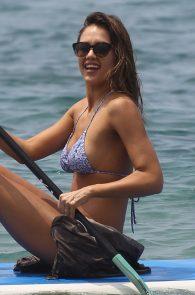 jessica-alba-wearing-a-bikini-on-a-beach-in-hawaii-219