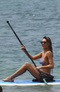 jessica-alba-wearing-a-bikini-on-a-beach-in-hawaii-220