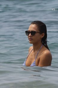 jessica-alba-wearing-a-bikini-on-a-beach-in-hawaii-222