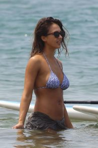 jessica-alba-wearing-a-bikini-on-a-beach-in-hawaii-225