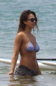 jessica-alba-wearing-a-bikini-on-a-beach-in-hawaii-225