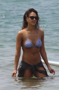 jessica-alba-wearing-a-bikini-on-a-beach-in-hawaii-227