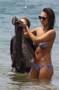 jessica-alba-wearing-a-bikini-on-a-beach-in-hawaii-229