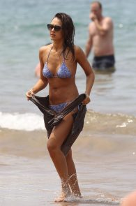jessica-alba-wearing-a-bikini-on-a-beach-in-hawaii-231
