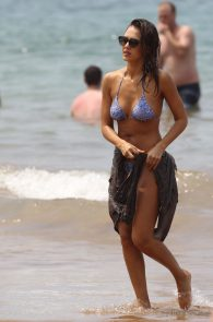 jessica-alba-wearing-a-bikini-on-a-beach-in-hawaii-232