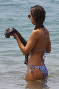 jessica-alba-wearing-a-bikini-on-a-beach-in-hawaii-237