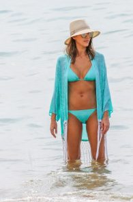 jessica-alba-wearing-a-blue-bikini-in-hawaii-02