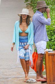 jessica-alba-wearing-a-blue-bikini-in-hawaii-04