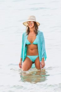 jessica-alba-wearing-a-blue-bikini-in-hawaii-08