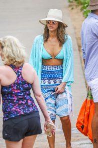 jessica-alba-wearing-a-blue-bikini-in-hawaii-12