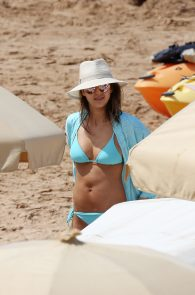 jessica-alba-wearing-a-blue-bikini-in-hawaii-17