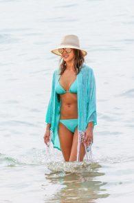jessica-alba-wearing-a-blue-bikini-in-hawaii-18