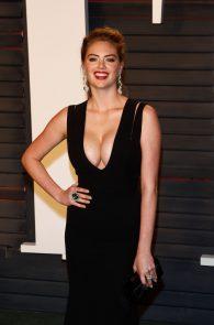 kate-upton-cleavage-at-2016-vanity-fair-oscar-party-05