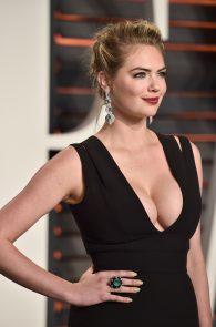 kate-upton-cleavage-at-2016-vanity-fair-oscar-party-10