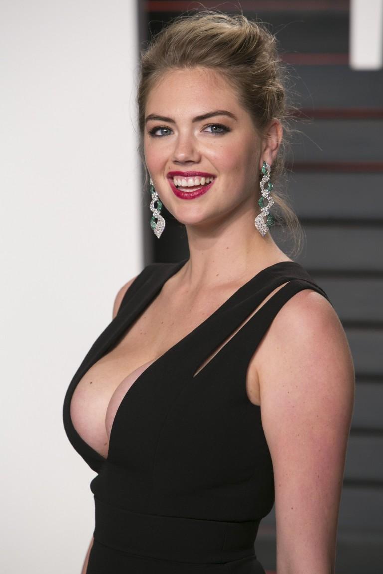 Kate-Upton-Cleavage-At-2016-Vanity-Fair-Oscar-Party-12  Celebrity-Slipscom-3865