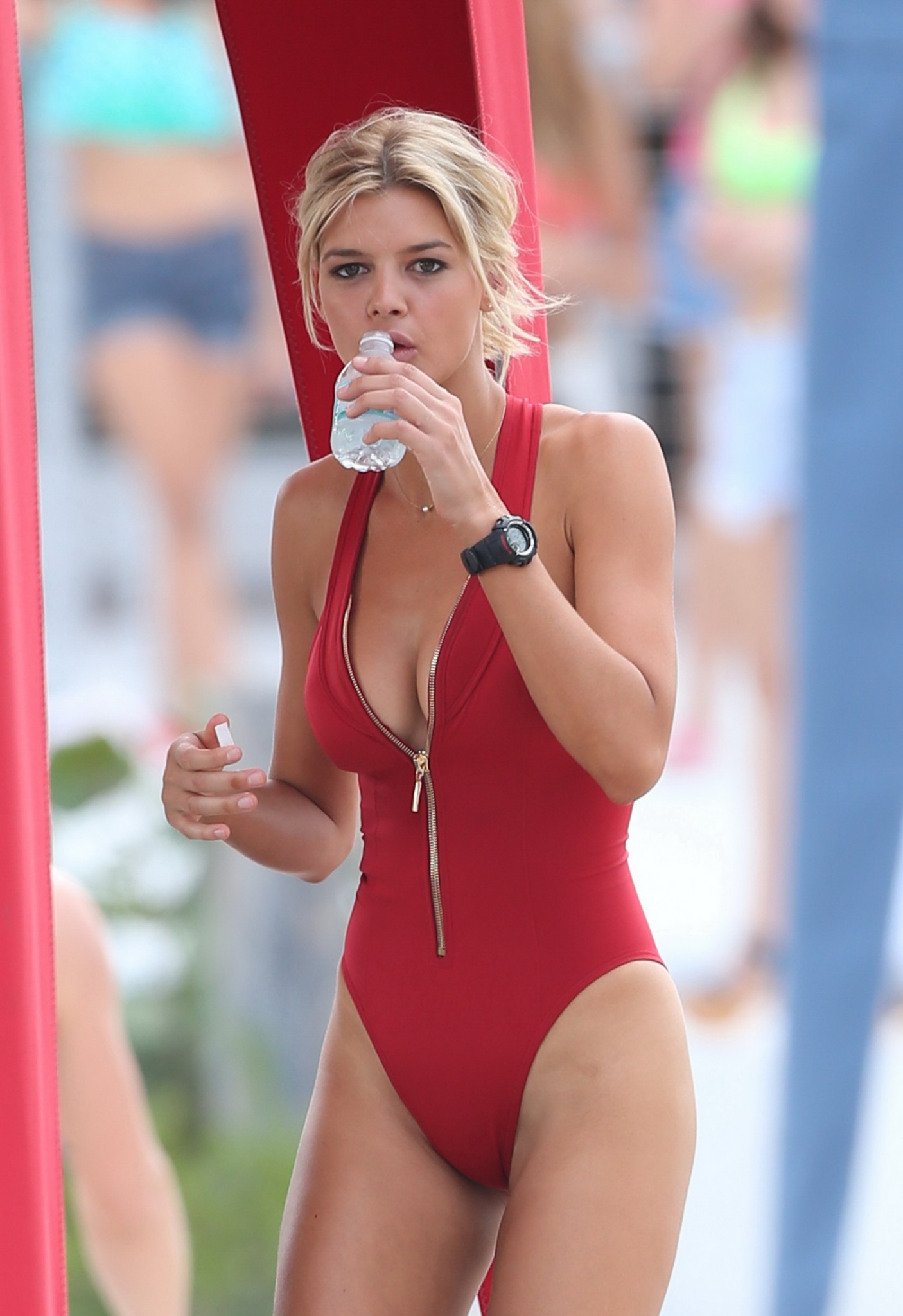 kelly-rohrbach-red-swimsuit-on-set-of-baywatch-23