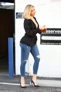 khloe-kardashian-pokies-leaving-a-studio-in-van-nuys-11