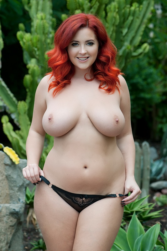 lucy-collett-topless-page-3-march-15-home