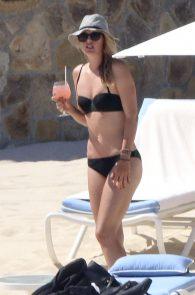 maria-sharapova-wearing-a-bikini-in-los-cabos-03