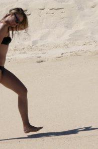 maria-sharapova-wearing-a-bikini-in-los-cabos-10