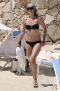 maria-sharapova-wearing-a-bikini-in-los-cabos-14