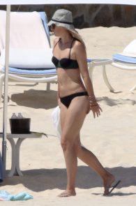 maria-sharapova-wearing-a-bikini-in-los-cabos-15