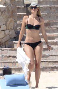 maria-sharapova-wearing-a-bikini-in-los-cabos-17