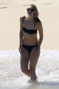 maria-sharapova-wearing-a-bikini-in-los-cabos-21